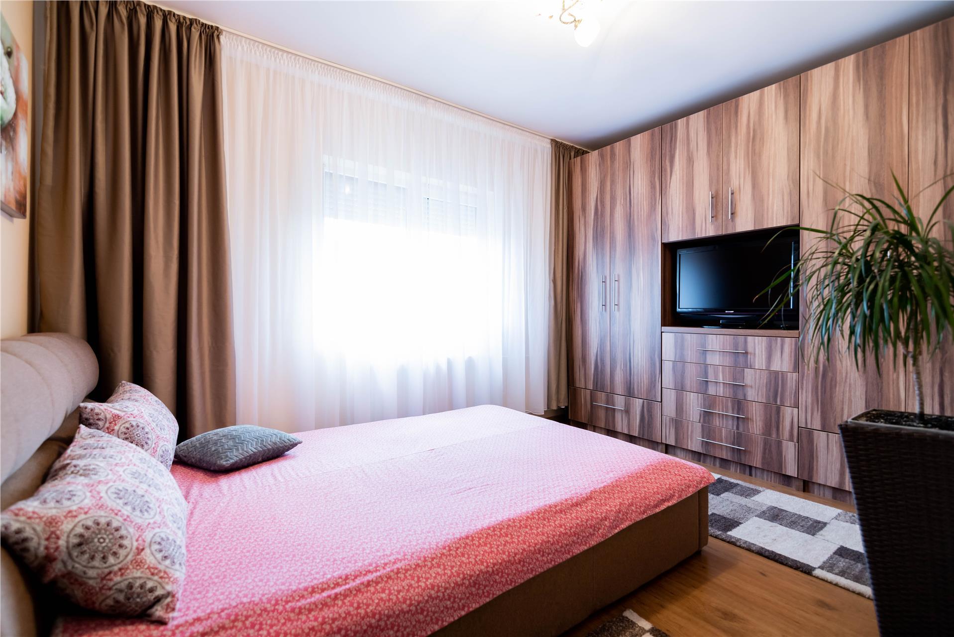 Apartament 2 camere, zona Rogerius