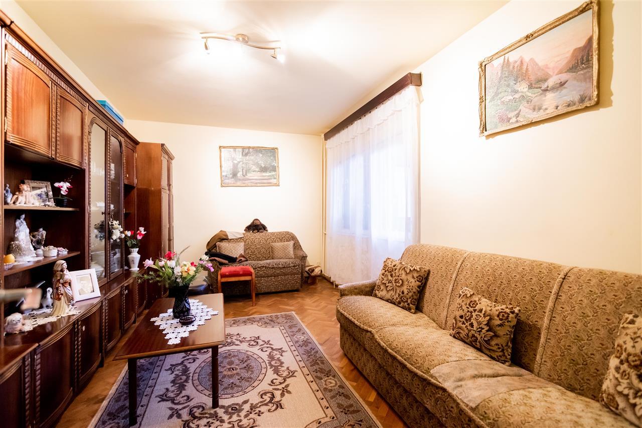 Apartament cu 3 camere,etaj intermediar,pozitionare excelenta