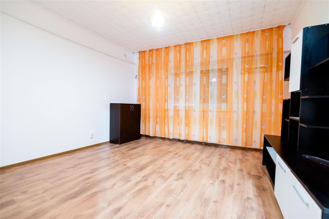 Apartament cu 1 camera, decomandat, zona Decebal