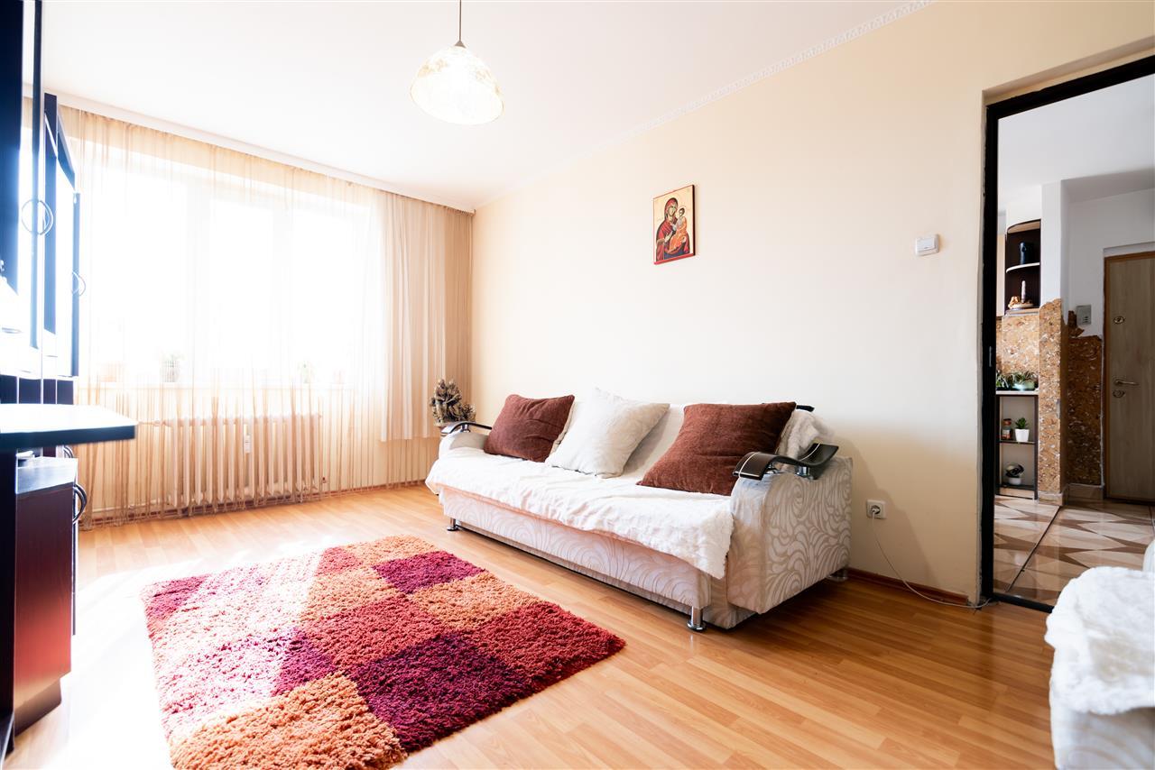 Apartament cu 3 camere,etaj superior,b-dul Dacia,Oradea