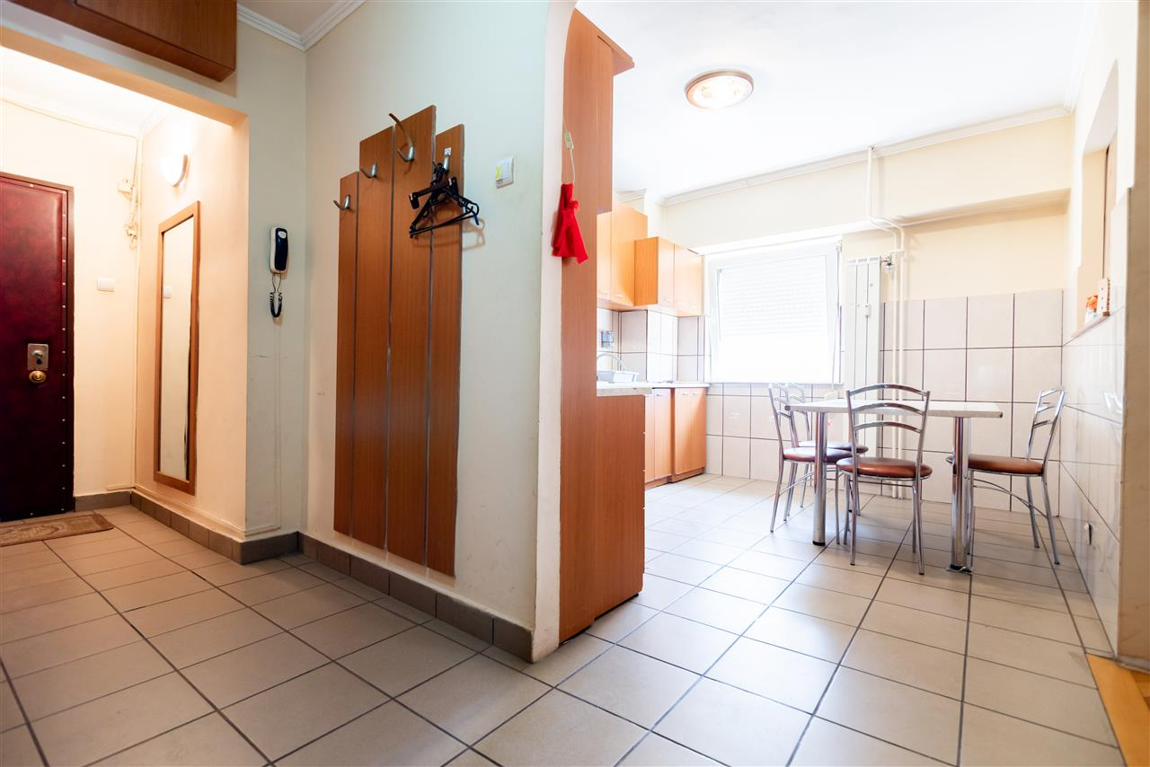 Apartament cu 4 camere,dubla orientare,etaj intermediar,b-dul Dacia