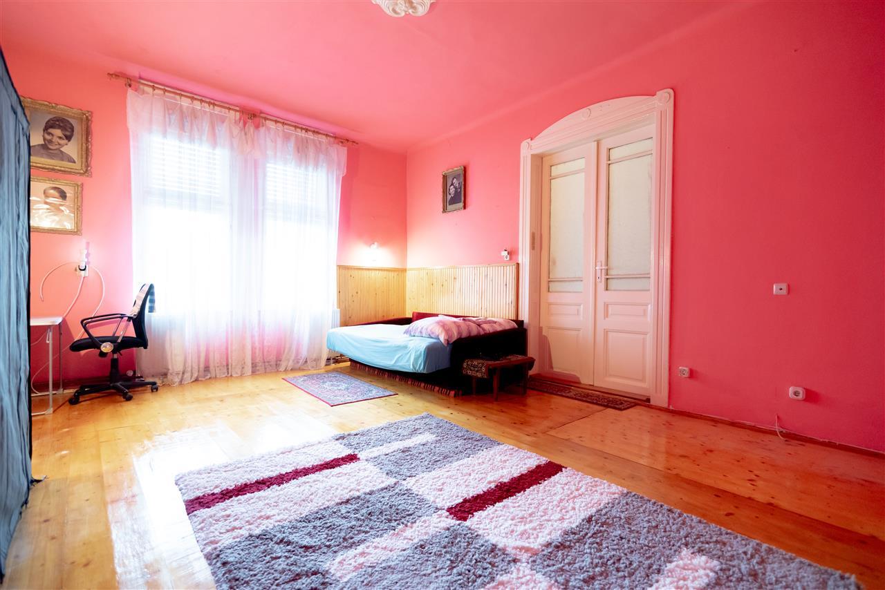Apartament cu 2 camere in curte comuna,ultracentral,Oradea.