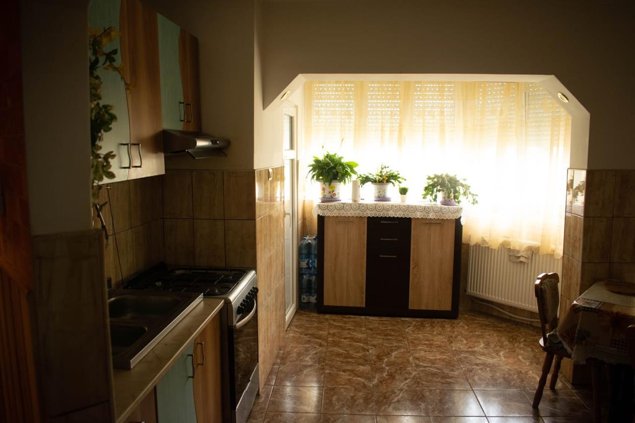 Apartament cu 4 camere,langa Scoala Generala nr. 18,Oradea,zona Iosia