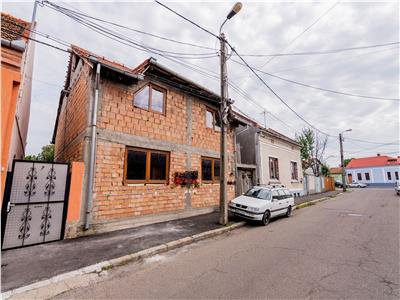 Casa P+M la rosu zona Calea Clujului