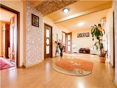 Apartament cu 4 camere,ultracentral