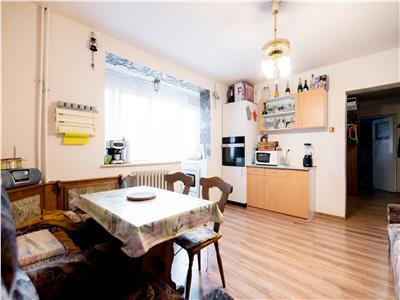 Apartament 3 camere,etaj intermediar, zona Cantemir