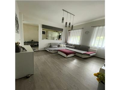 Apartament la casa cu 2 camere in zona Republicii